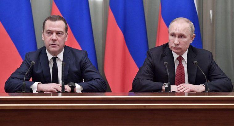 Правительство России ушло в отставку.