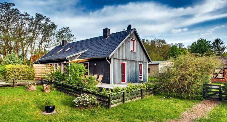 Средства материнского капитала могут разрешить использовать для строительства или реконструкции жилого дома на садовом участке.