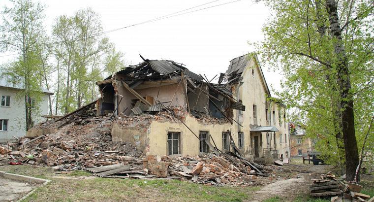 В Хабаровске приступили к сносу аварийного дома, который обрушился 9 апреля.