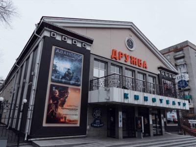 Интересное предложение по аренде в здании кинотеатра Дружба появилось в Хабаровске.