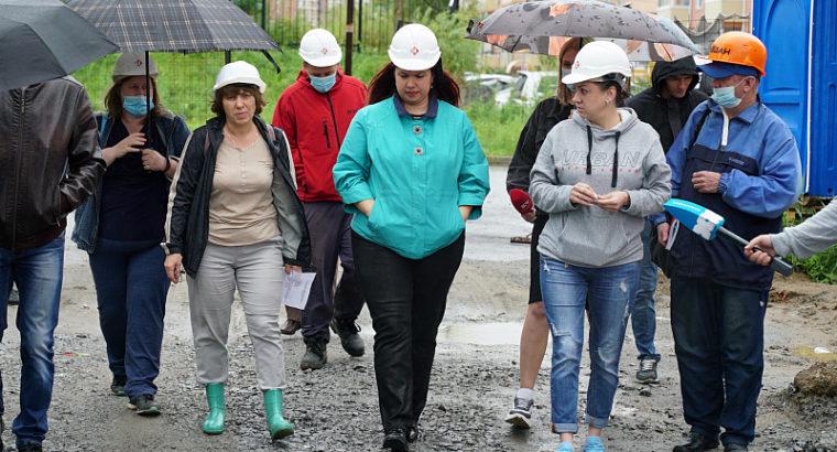 Дольщики «которые приобрели квартиры в долгострое в Краснофлотском районе Хабаровска, накануне проверили, как идет достройка их дома.Алексеевской-1»
