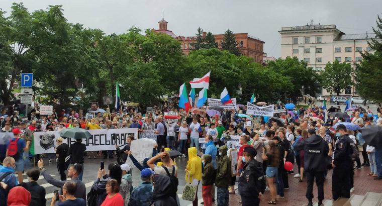 Врио губернатора края Михаил Дегтярёв пригласил протестующих к диалогу в Народном совете.
