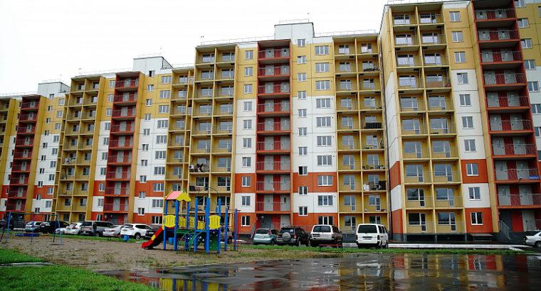 Хабаровчане из разрушенного дома по улице Зои Космодемьянской обживают свои новые квартиры.