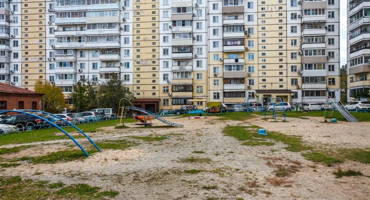 Продам трехкомнатную квартиру в Волочаевском городке в Хабаровске