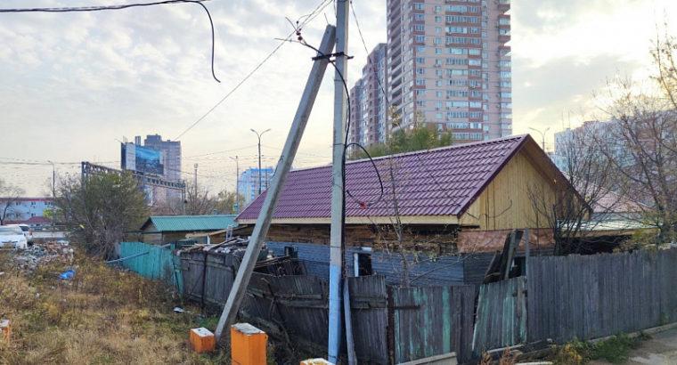 По просьбам жителей микрорайона «Строитель» в Хабаровске мэрия изымет участок земли и снесет частный дом который остался последним.