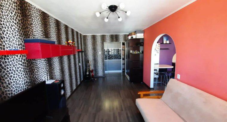 Продам трёхкомнатную квартиру в Микрорайоне Строитель