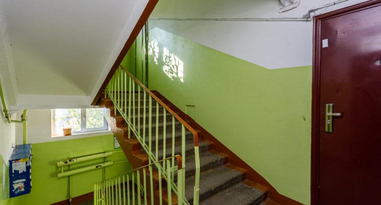 Продам трехкомнатную квартиру недалеко от центра города